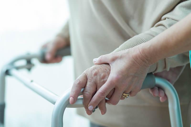 Fractura de cadera una lesión común en adultos mayores